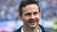 Seit Tagen wird um seine Ablösesumme gefeilscht: Trainer Dirk Schuster möchte zum FC Augsburg wechseln.