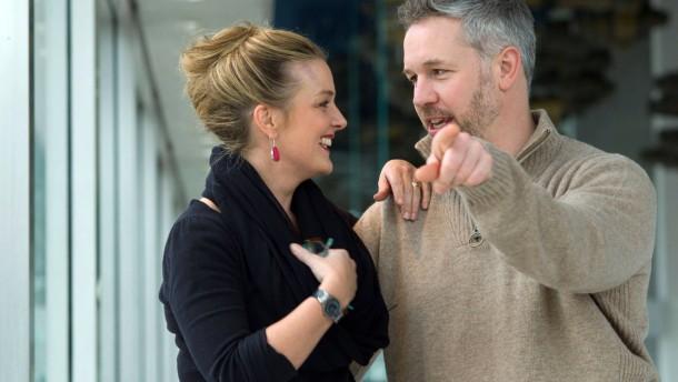 Sängerporträts  - die Eheleute Anna Ryberg und Simon Bailey sind Ensemblemitglieder der Oper Frankfurt und werden in einem Doppelporträt persönlich und professionell vorgestellt.