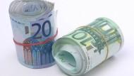 Gebündelt: Ein Schüler gab mit seinem Geldbündel an. Daraufhin raubten ihn zwei junge Männer aus. Die Beute: 6800 Euro. (Symbolbild)