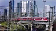 Die Regionaltangente West soll um Frankfurt herumführen und so den Hauptbahnhof entlasten.