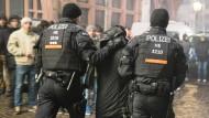 Die Polizei im Einsatz an Silvester: Ihr Sicherheitskonzept ging offenbar voll auf.