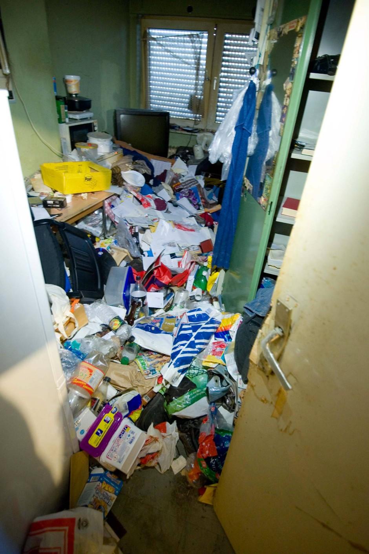 Ab in die Tonne: Bisher wurden 40 Container voller Müll abtransportiert.