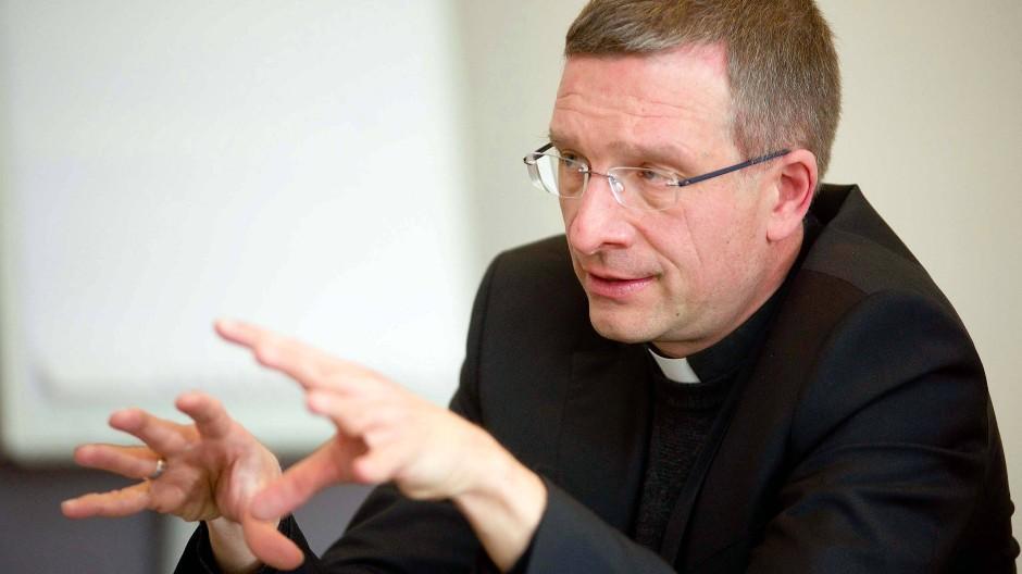Beten für die Opfer: Der Fuldaer Bischof Michael Gerber ruft zu Solidarität auf.