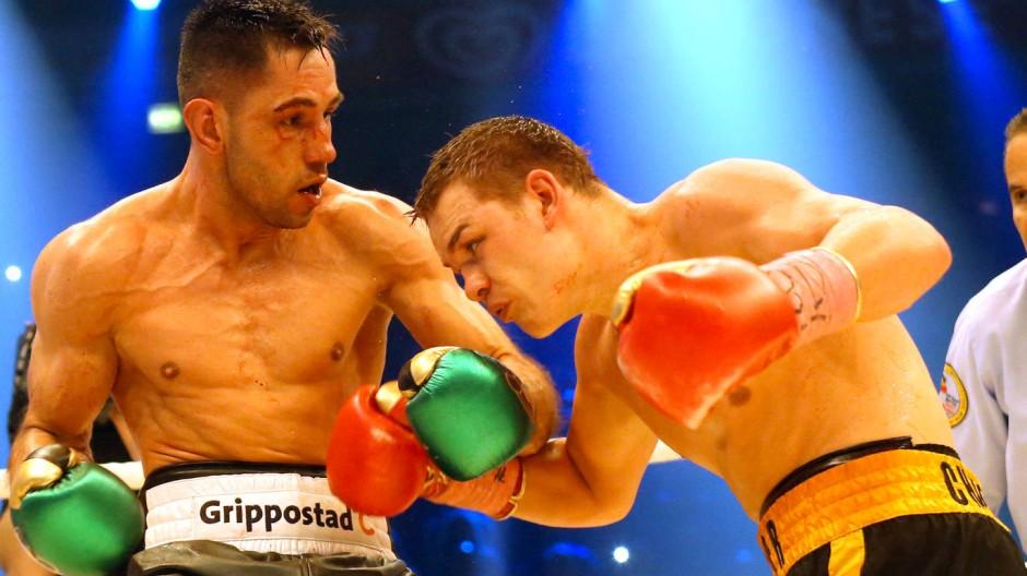 Im Februar gewann Felix Sturm (links) den WM-Titel gegen Fjodor Tschudinow.