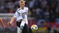 Konnte die Niederlage gegen die Niederlande nicht abwehren: Nationalspieler Julian Brandt (rechts)