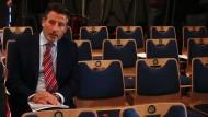 Gezeichnet: IAAF-Präsident Sebastian Coe vor der Pressekonferenz