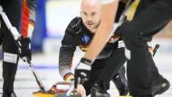 Lust und Last: Alexander Baumann ist der einzige deutsche Profi-Curler.