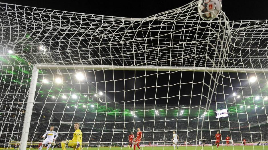 Gladbacher Torgala: Hazard erzielt den schönsten Treffer