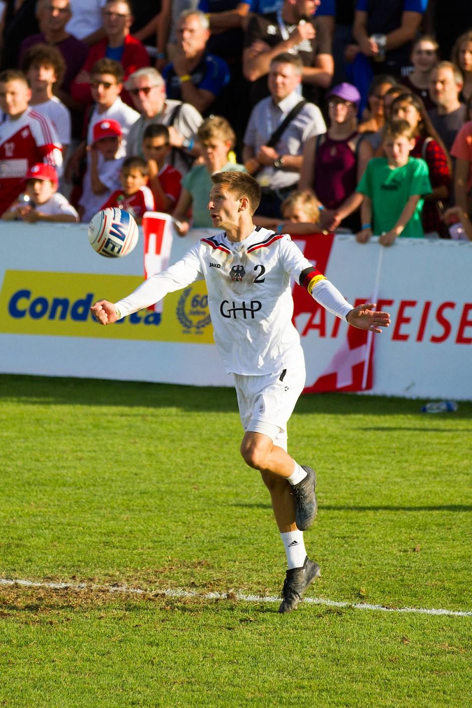 Der Faustball-Spieler: Fabian Sagstetter ist Kapitän der deutschen Nationalmannschaft.