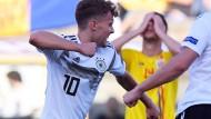 Jubel über richtige Trikot: Luca Waldschmidt darf nach seiner U21-Zeit aufs erste Länderspiel hoffen.