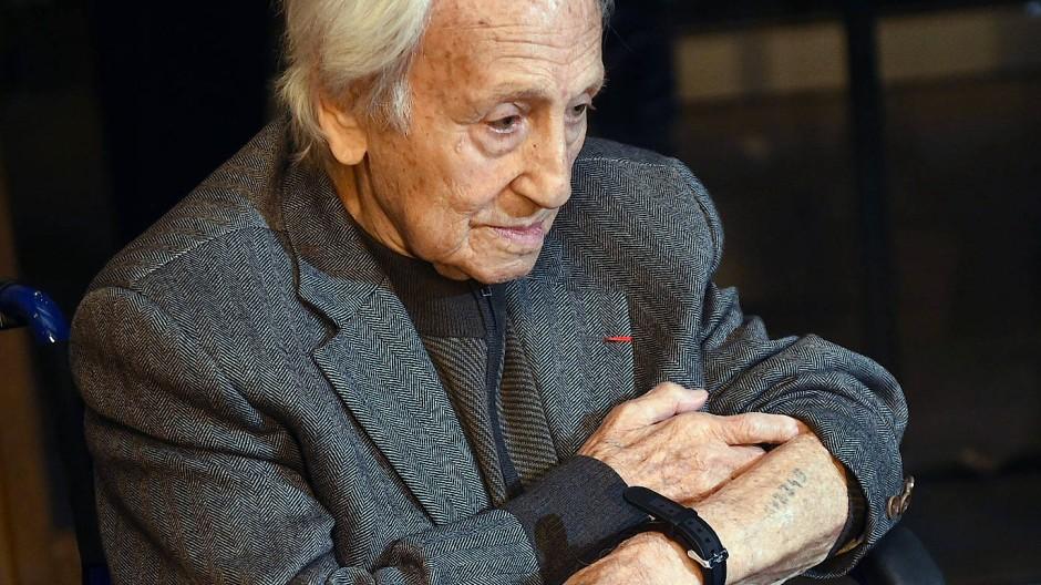 """""""Mit dem Weltrekordhalter Alfred Nakache schwamm ich in Auschwitz einige Male heimlich in einem Löschwasserbecken"""": Noah Klieger"""