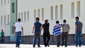 Asylbewerber auf dem Gelände der Erstaufnahme-Einrichtung in Eisenhüttenstadt
