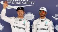 Wer lacht am Sonntag? Nico Rosberg (links) startet hinter Lewis Hamilton. Dritter ist Max Verstappen (rechts).