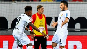 Volland macht's doppelt, Leverkusen klettert