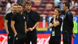 Frankreich und Kroatien beginnen in Bestbesetzung
