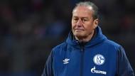 Kann oder will nicht mit Details an die Öffentlichkeit gehen: Schalke-Trainer Huub Stevens