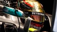 Bescheidenheit ist nicht seine Zier: Weltmeister Hamilton mit goldenem Helm