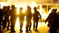 Tränengas, Knallkörper, Angst und Blut