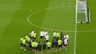 Einschwörung auf das letzte Vorrunden-Spiel: Joachim Löw und seine Mannschaft.