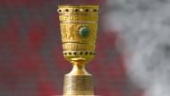 Darum geht es: Der DFB-Pokal sucht den nächsten Besitzer.