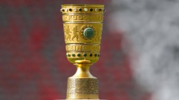 Borussenduell, Bayern in Bochum, Eintracht bei Pauli