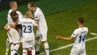 So sehen erfolgreiche Fußballzwerge aus: Island feiert den Punktgewinn