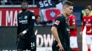 Hatten den Mainzern nichts entgegenzusetzen: Die Spieler der Eintracht beim Derby in Frankfurt