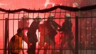 Beschämende Bilder im BVB-Block