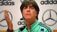 """""""Der Rasen war ein paar Millimeter zu hoch"""": Bundestrainer Joachim Löw."""