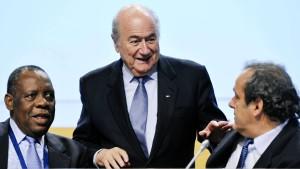 Viel Arbeit ohne Blatter und Platini