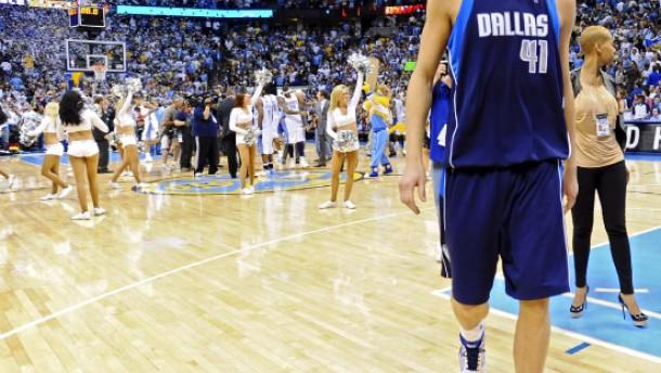 Nowitzki wieder stark, Dallas wieder gescheitert