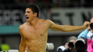 Gomez besiegt seinen Fluch von Wien