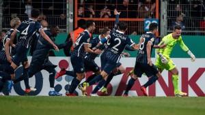 Torwart trifft zu Bochum-Sieg – Leverkusen-Aus
