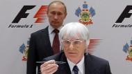 2010 unterschrieb Formel-1-Macher Bernie Ecclestone den Vertrag für das Rennen in Russland (im Hintergrund Wladimir Putin).