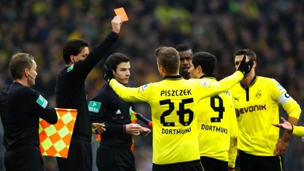 Viel Schwarz, viel Gelb - und ein roter Farbtupfer: Lewandowski muss gehen