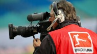 Ein teures Gut: Wer die Bundesliga übertragen will, muss tief in die Tasche greifen.