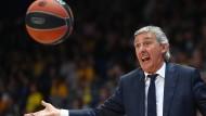 """Meistertrainer Svetisclav Pesic vor dem Basketball-Duell Bayern gegen Barcelona: """"Ich liebe dieses Spiel"""""""