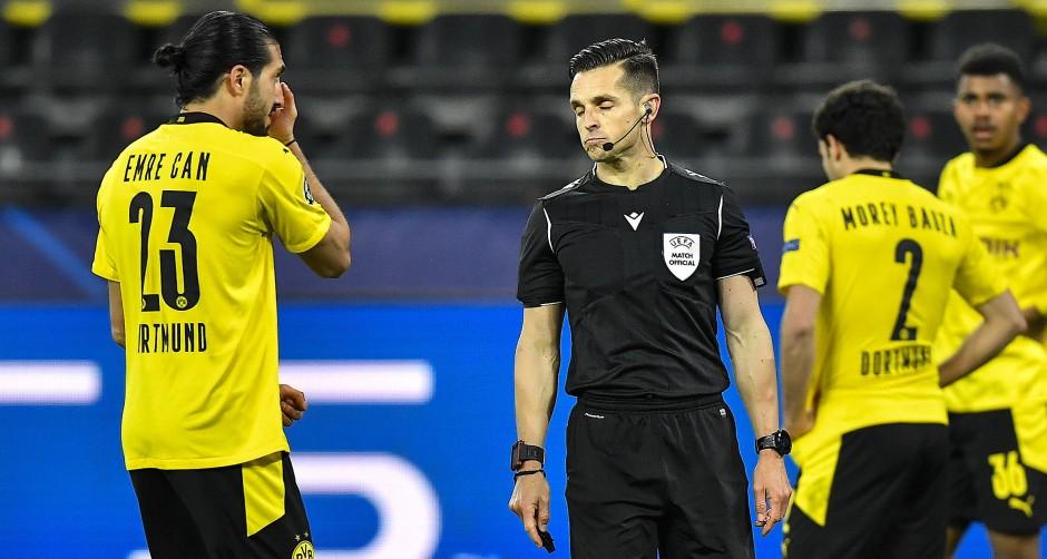 Schiedsrichter Carlos del Cerro Grande blieb bei seiner Entscheidung auf Handelfmeter.