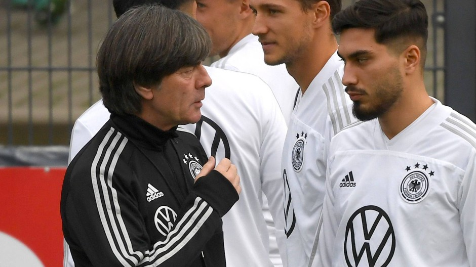Kennenlernen auf dem Trainingsplatz: Bundestrainer Joachim Löw (links) und Suat Serdar