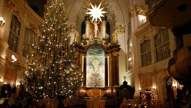 Nur wenige Deutsche gehen Weihnachten in die Kirche