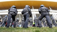 NRW will Polizeieinsätze in Stadien reduzieren