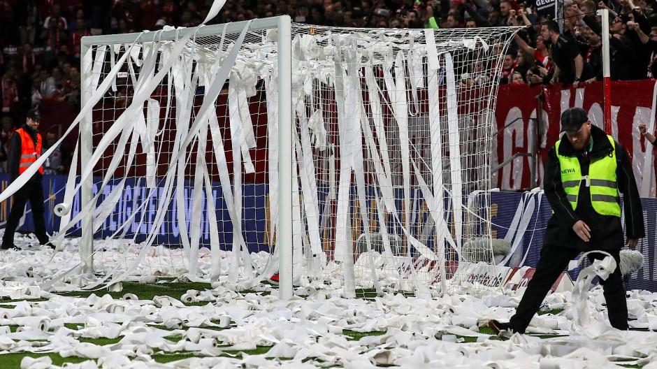 Die Proteste gegen Montagsspiele verzögerten den Spielbeginn.