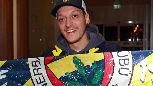 """""""Özil wird ein Vorbild für junge Fußballspieler"""""""