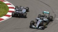 Wer fährt hier falsch? Hamilton (links) und Rosberg im Training in Kanada