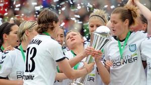 FCR Duisburg gewinnt Debütantinnen-Ball