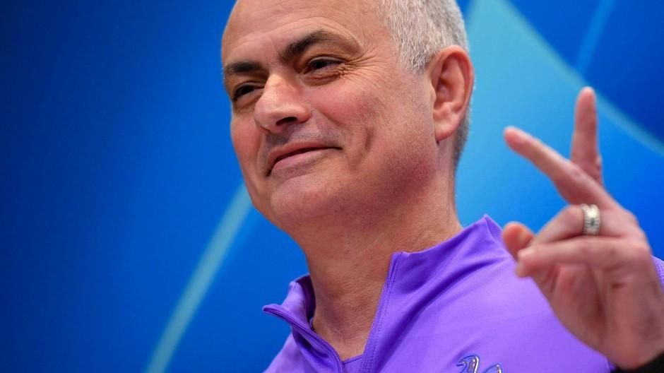 Wir halten uns mit den Armen am Balkon fest: Tottenham-Trainer José Mourinho