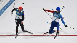 Unglaubliches Foto-Finish im Biathlon