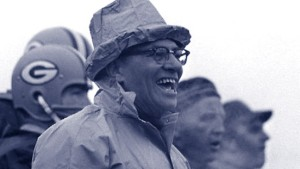 Kurzkrempiger Hut, dickrandige Brille, zynische Sprüche: Vince Lombardi, geboren in Brooklyn, Football-Legende von Green Bay, Wisconsin