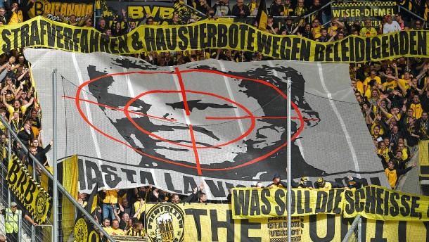 Dortmund-Fans lange gesperrt