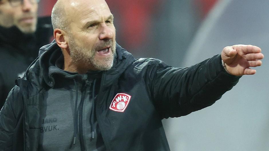 """""""Das ist kein Sport, das ist Politik"""": Würzburg-Trainer Bernhard Trares"""